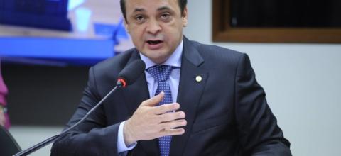 Roberto de Lucena questiona ANVISA sobre eficácia dos medicamentos genéricos