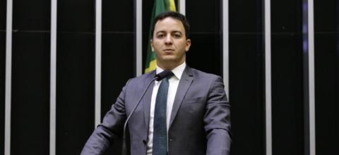 Em reação ao caso Elaine Caparroz, deputado Célio Studart apresenta projeto para endurecer punições a agressores de mulheres