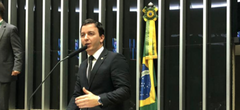 Célio Studart quer que autor de maus tratos contra animais pague tratamento veterinário