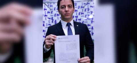 Célio Studart apresenta proposta de fiscalização sobre derramamento de óleo